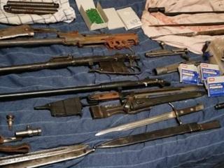 У петербургских реконструкторов с криминальным прошлым изъято оружие