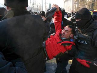 В Казахстане завершилось голосование, задержанных отпустили