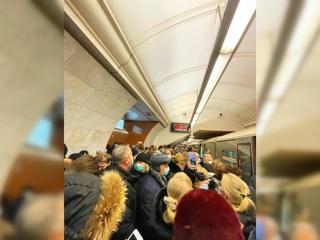 Сбой в движении поездов произошел на синей ветке московского метро
