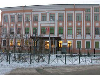 Роспотербнадзор проверит школу на Крестовском после массового отравления