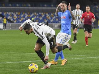 'Ювентус' потерпел поражение в матче с 'Наполи'