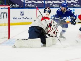 'Тампа' одержала четвертую победу кряду в НХЛ, переиграв 'Флориду'