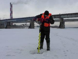 Случайные очевидцы спасли ребенка, провалившегося под лед