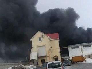 В Самаре произошел крупный пожар в производственном здании