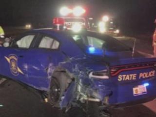 В США автомобиль Tesla, управляемый автопилотом, врезался в полицейских
