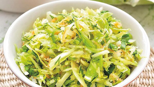 Салат из молодой капусты с сельдереем