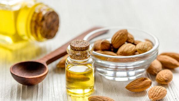 Миндальное масло: применение и польза