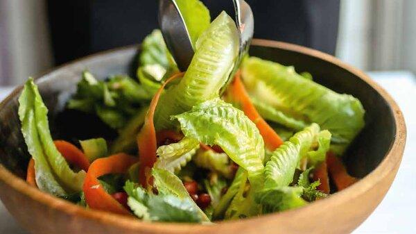 Салат с авокадо, грейпфрутом и кешью: ЗОЖ-рецепт от Александры Новиковой