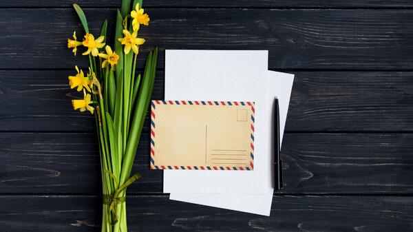 Как подписать открытку: несколько вариантов в зависимости от повода
