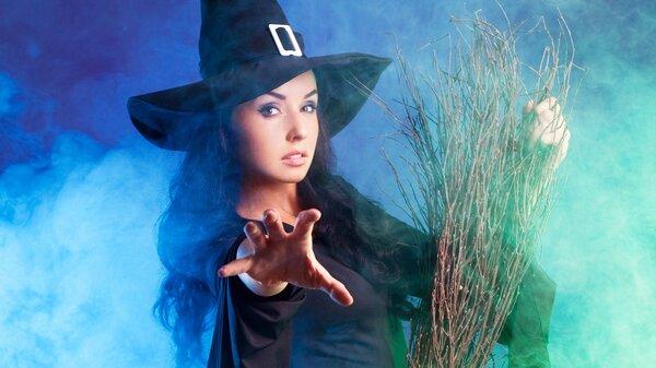 Ведьма по гороскопу: женщины каких знаков Зодиака обладают скрытой силой
