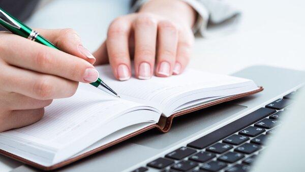 Как исправить почерк: 5 простых способов писать понятно и красиво