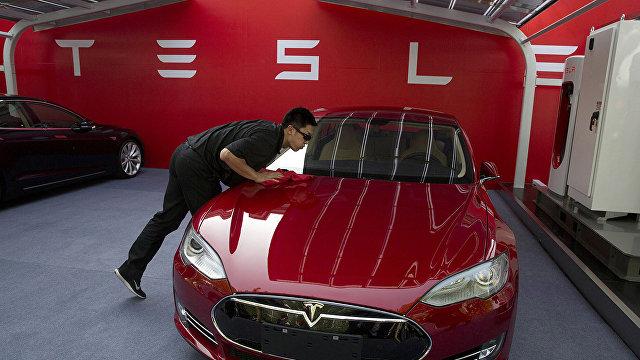 Bloomberg (США): противостояние Apple и Tesla развернется в производственном цехе