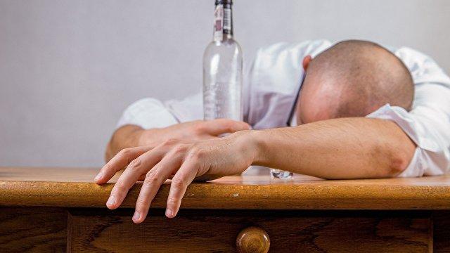 Жэньминь жибао (Китай): действительно ли напитки от похмелья помогут быстро поставить вас на ноги? На самом деле, они лишь замедляют процесс всасывания алкоголя