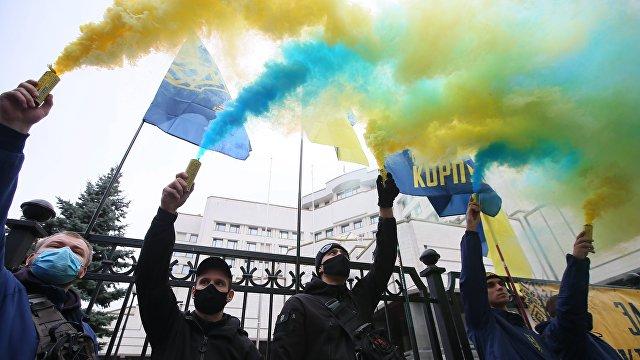 Україна молода» (Украина): по команде «фас!» Пророссийские каналы, политики и «активисты» дружно выступили против закона о языке