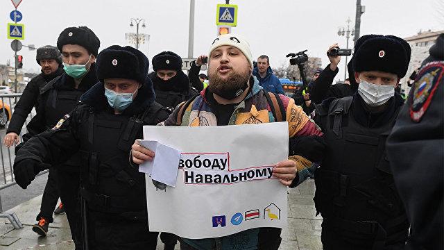 Американские читатели об арестах протестующих в России: могу перечислить немало американских городов, которым стоило бы поучиться…