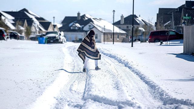 CNN (США): беспощадная зимняя погода все еще наносит урон Техасу — и постепенно распространяется на Восточное побережье