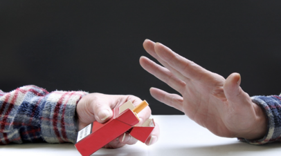 Нарколог дал советы тем, кто планирует бросить курить с Нового года