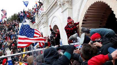 Режим ЧС будет действовать до инаугурации Байдена: митинг сторонников Трампа в Вашингтоне перерос в беспорядки