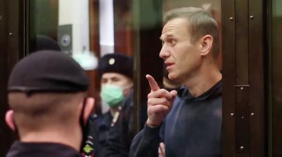 Навального доставят в суд по делу о клевете на ветерана