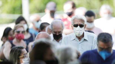 В Бразилии за сутки выявили почти 57 тысяч заболевших коронавирусом
