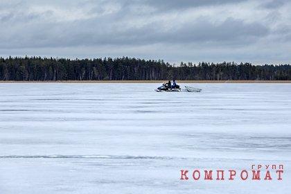 Снегоход с детьми и взрослыми россиянами провалился под лед озера