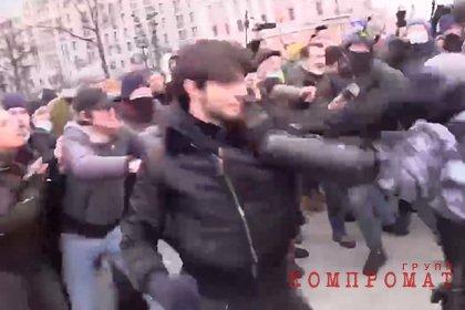Подравшийся с ОМОН на митинге в Москве чеченец пытался сбежать в Латвию