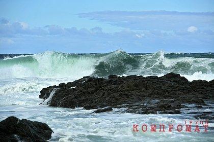 Российское судно с 60 рыбаками потеряло ход в Охотском море