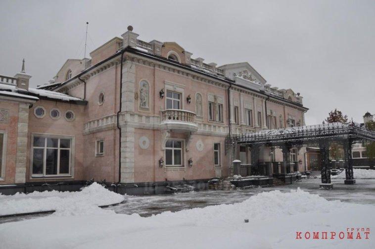 «Проект»: дворец сына главы Росгвардии выставлен на продажу за 1,65 млрд рублей