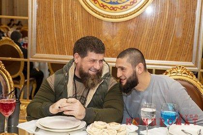 Кадыров нарушил масочный режим на встрече с зараженным коронавирусом бойцом ММА