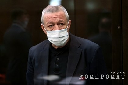 Стало известно о попытке Ефремова бежать за границу