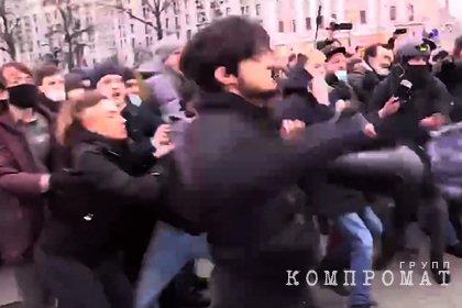 Подравшегося с ОМОН на митинге в Москве чеченца задержали