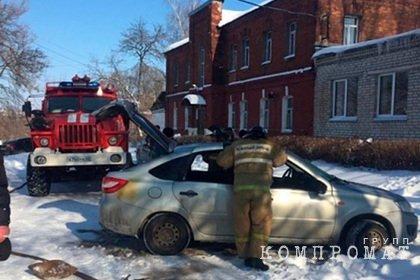 Автомобиль взорвался у здания Следственного комитета в Рязанской области