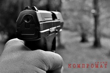 Российские подростки с пистолетом устроили стрельбу и напали на очевидца