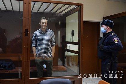 Суд с опозданием начал рассмотрение жалобы Навального на отмену условного срока