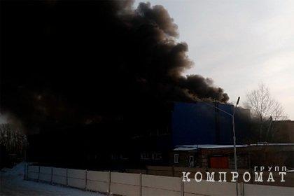 Взрыв и пожар произошли на топливном складе в Красноярске