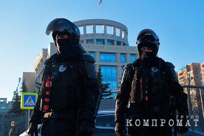 Около 20 сотрудников посольств прибыли на суд по делу Навального