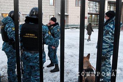 Навального доставили в суд по делу о клевете на ветерана