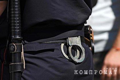 Полицейского задержали за попытку обмануть россиянина на три миллиона рублей