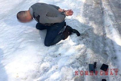 ФСБ задержала европейца с ножами, топором и пистолетом на границе России