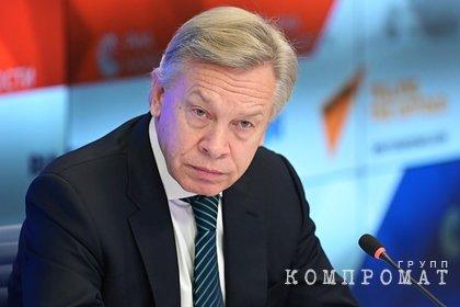 Пушков поспорил о причинах падения Байдена на трапе