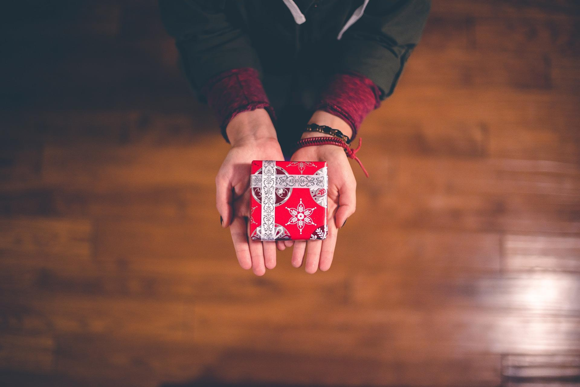 Что подарить мужчине? Идеи подарков на 23 февраля