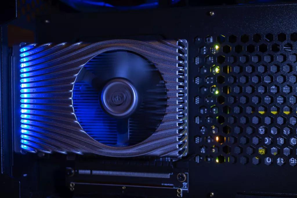 Intel заготовила видеокарту, которая не уступает AMD, но слегка отстаёт от NVIDIA