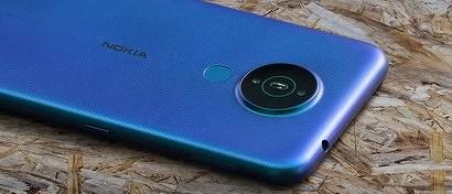 Nokia выпустила уникальный смартфон с большим экраном и солидной батареей за копейки. Видео