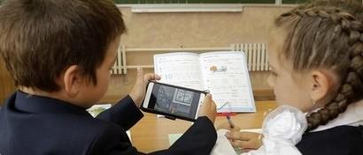 Российским школьникам запретили пользоваться смартфонами