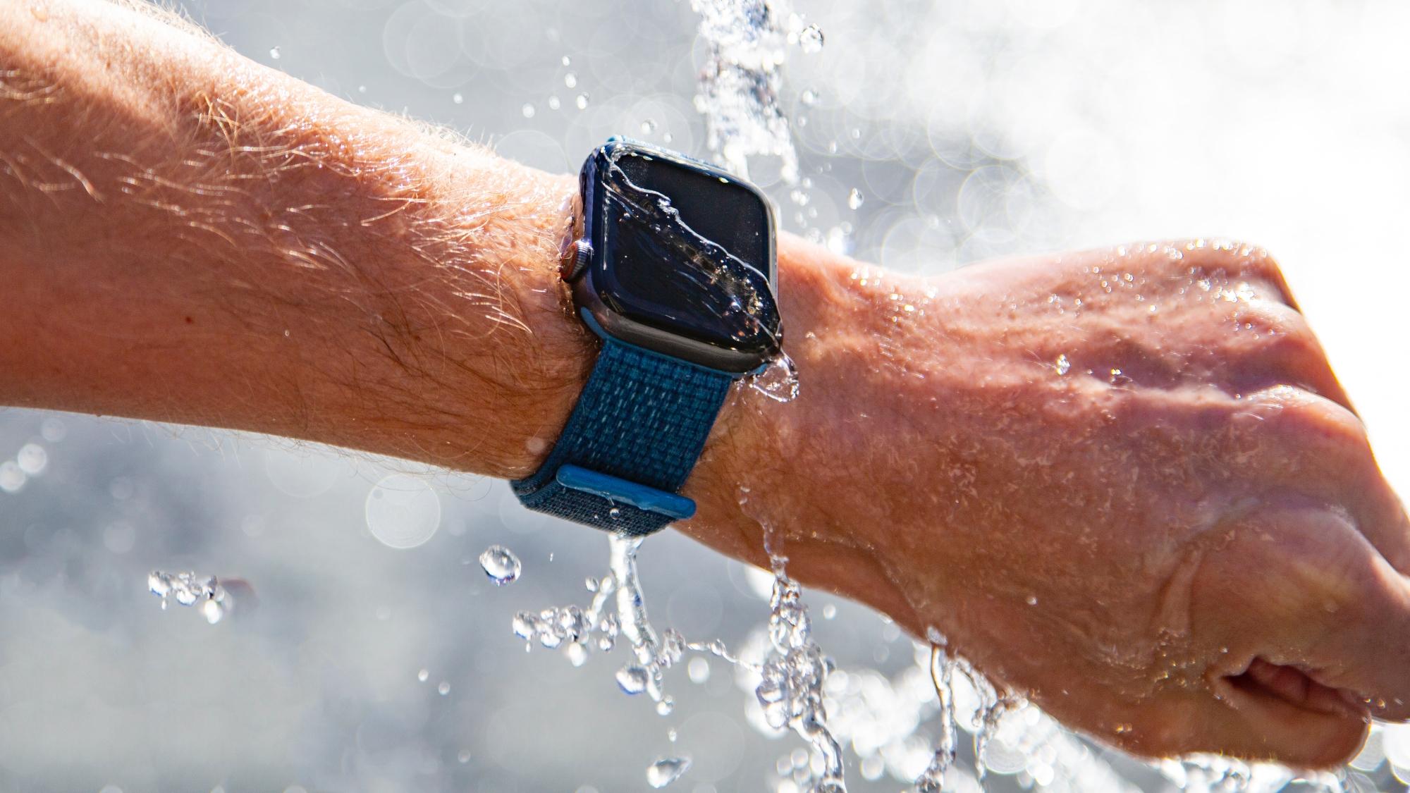 Apple Watch снова спасли жизнь человеку: на этот раз учителю из США, который провалился под лёд
