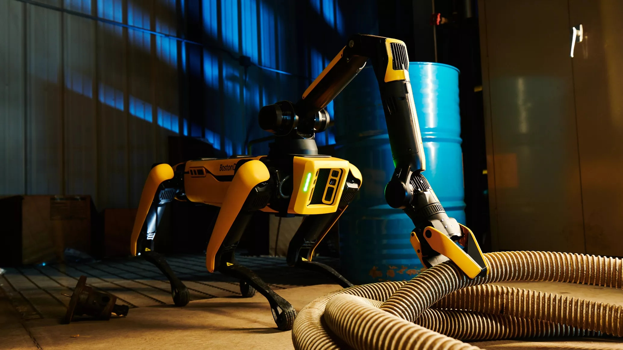 Boston Dynamics представила Spot Enterprise: обновлённая робособака с «рукой», тепловизором, 4K-камерой и док-станцией для зарядки