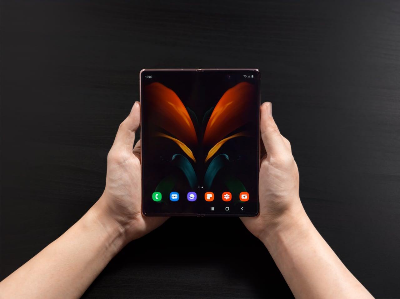 Дневник Samsung Galaxy Z Fold2: покупатель этого смартфона — кто он?