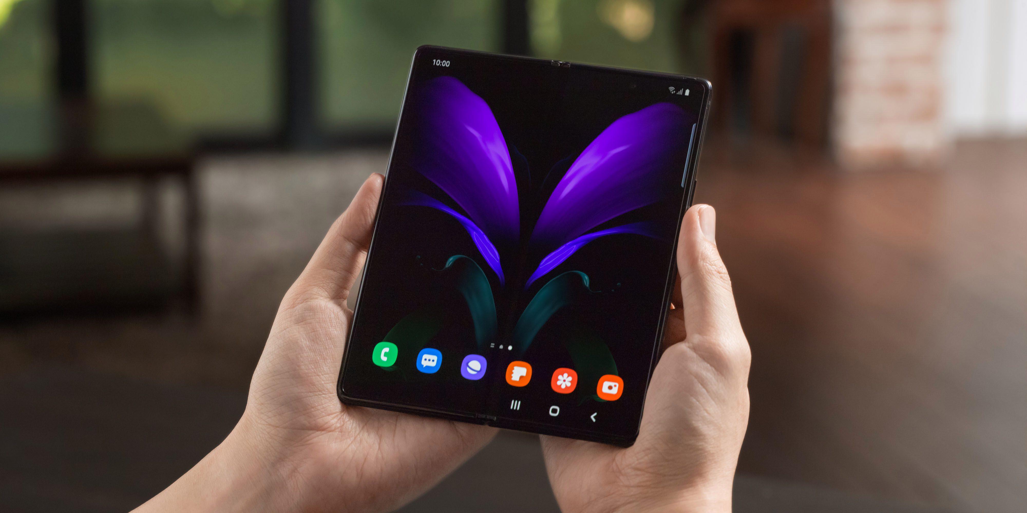 Складной смартфон Samsung Galaxy Z Fold 2 начал обновляться до Android 11