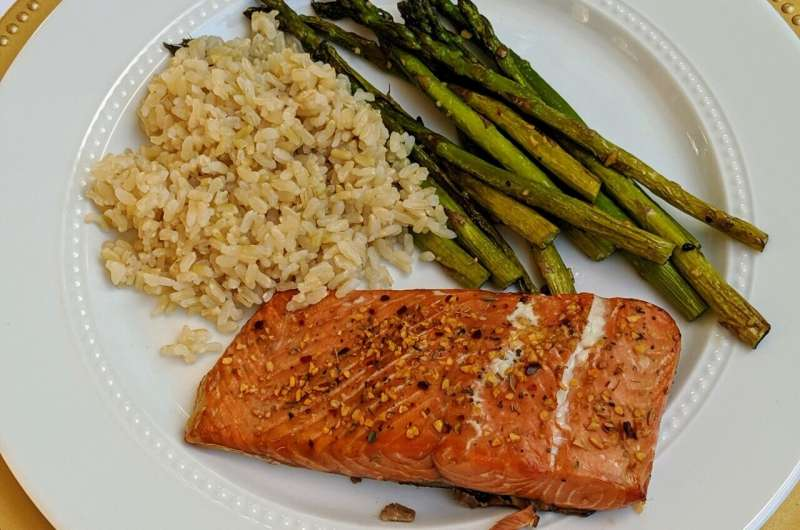 Диета с большим количеством рыбных жиров может уменьшить головные боли при мигрени