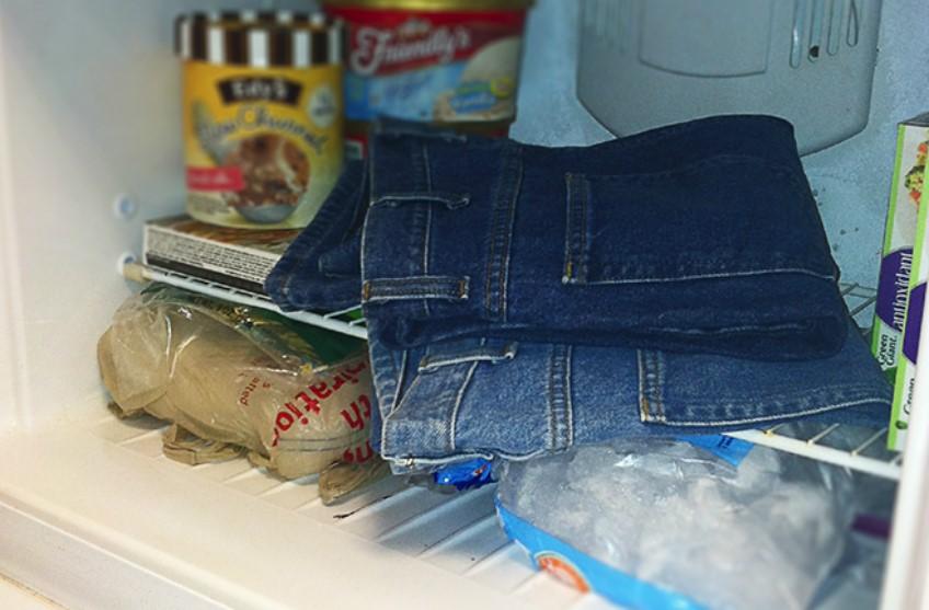 Для чего кладут одежду в холодильник: в чем польза этого действия